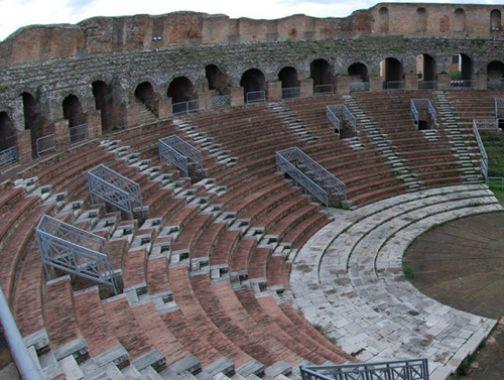 Teatro Romano, archeologo Pedroni: 'Uno spettacolo inadeguato'