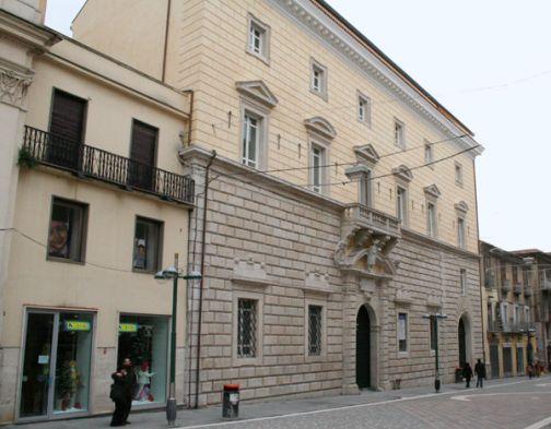 'I volti dell'animo', a palazzo paolo V l'inaugurazione della mostra di Pirozzolo