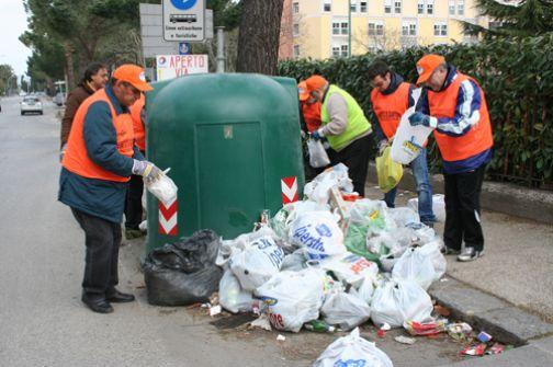 Comitato 'Pacevecchia' ha partecipato alla pulizia delle aree intorno alle campane di vetro