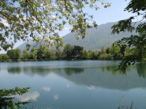 Piattaforme per i disabili per la pesca sui laghi di Telese e San Giorgio la Molara.