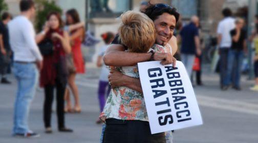 Telese Terme: Abbracci Gratis ……  per Entusiasmare le serate Telesine!