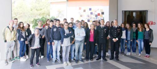 Cerreto, incontro dei carabinieri con gli studenti dell'istituto d'arte.