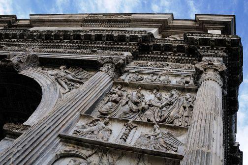 Illuminazione artistica dell'Arco di Traiano e di Santa Sofia, il 7 dicembre l'inaugurazione