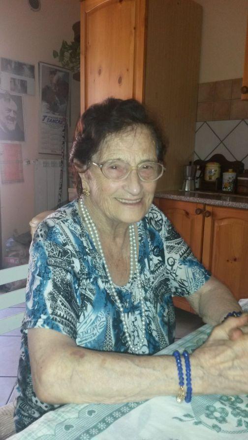 Nonna Maria Sasso, nata il 15 ottobre 1927 compie oggi 90 anni.