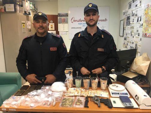 Benevento, operazione antidroga della Polizia: tre pusher arrestati, droga e armi sequestrate