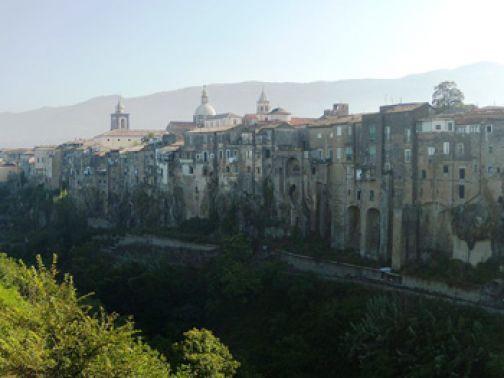 Sant'Agata, fondi per abbattere le barriere architettoniche