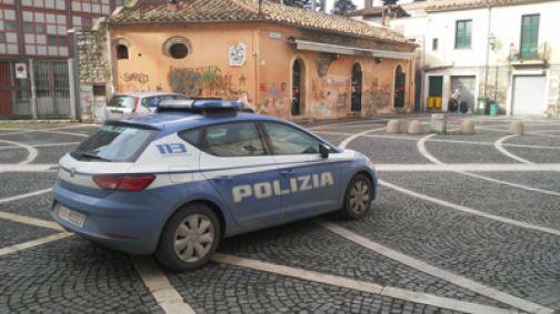Spaccia in pieno centro storico, giovanissimo arrestato dalla Polizia