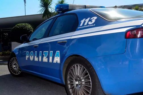 Rubano portafogli ad un'anziana in un ristorante, arrestati dalla Polizia