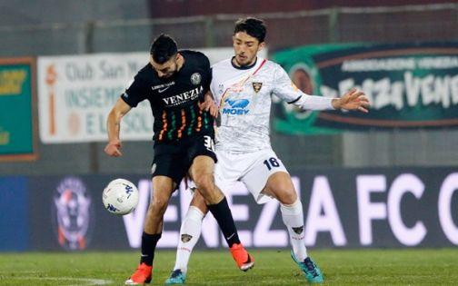 Serie B: il Venezia rallenta il Lecce, Benevento conserva il terzo posto. Lunedì la firma di Vokic.