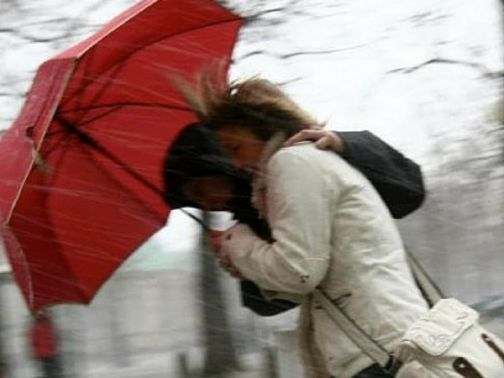 Vento forte su Benevento, allerta Protezione Civile: domani chiuse scuole, mercati, Cimitero e Villa comunale