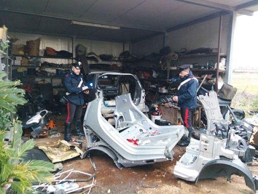 Riciclaggio di auto rubate, cinque arresti dei Carabinieri