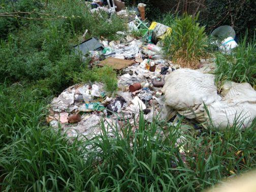 Altrabenevento denuncia: discarica abusiva sui pozzi che portano acqua al rione Libertà