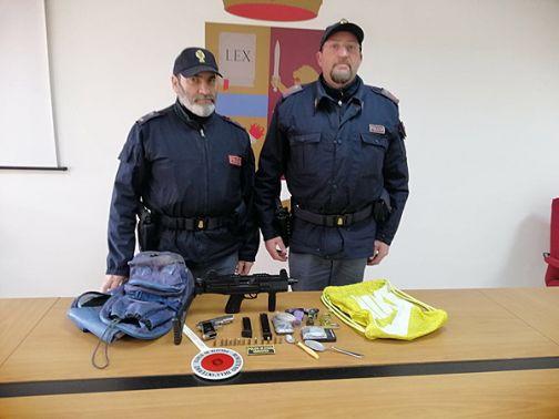 Benevento, droga e armi in uno scantinato: denunciato dalla Polizia