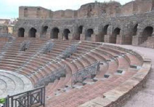 Dal teatro Romano al teatro d'oggi, racconti e approfondimenti