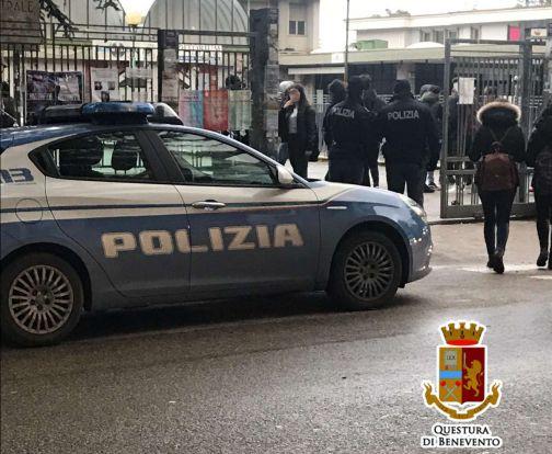 """""""Scuole Sicure"""", la Polizia torna in campo con attività di vigilanza e controllo."""