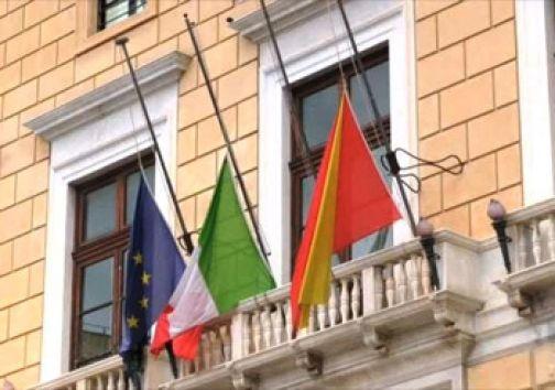 Piccoli Comuni d'Italia, domani alle 12.00 bandiere a mezz'asta