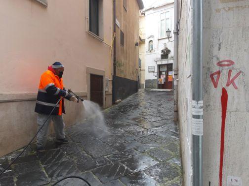 Sanificazione strade, interventi nel centro storico