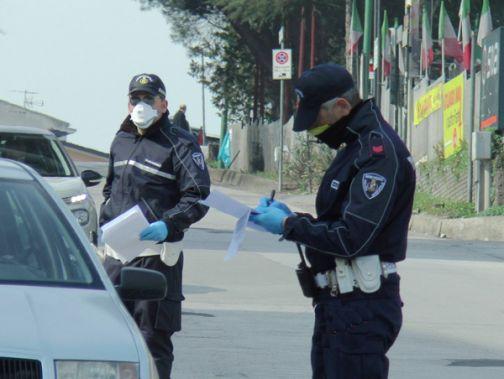 767 le verifiche effettuate ieri dagli agenti della Polizia Municipale: anche oggi posti di blocco