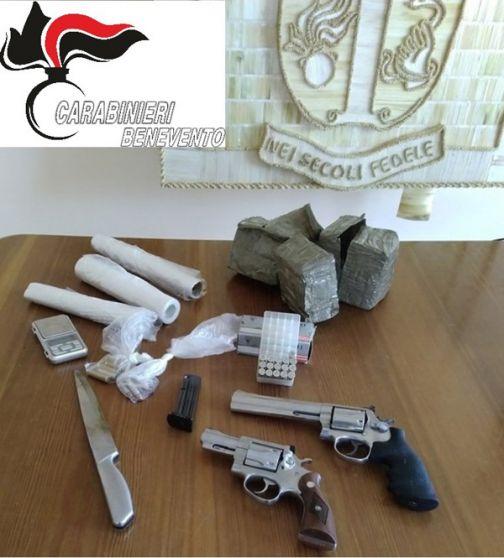 Moiano, arrestata coppia per ricettazione e detenzione di pistole e stupefacenti