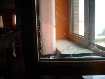 San leucio del sannio tentato furto in un locale commerciale ladri messi in fuga dall allarme - La finestra rotta ...