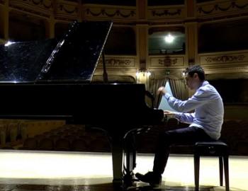 Il pianista Enzo Oliva